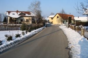 Pogled okolice s postrešja stare hiše